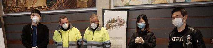La comunitat xinesa de Balaguer ha fet entrega aquest divendres a la Paeria de 1.950 mascaretes i 2.200 guants