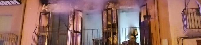 Un incendi a un pis de Balaguer deixa tres ferits, un d'ells en estat greu