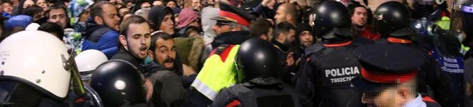 Anar amb la cara tapada, agreujant contra els manifestants a Lleida per la detenció de Puigdemont