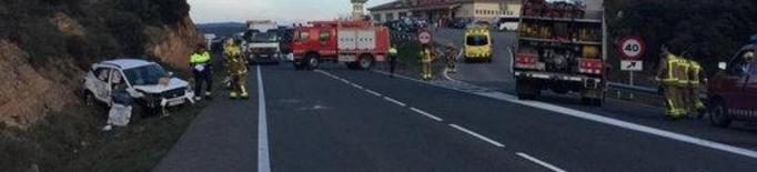 Un mort i quatre ferits, un crític i un greu, en un accident de trànsit a Vilanova de l'Aguda