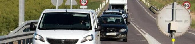 Vehicles circulant per l'N-240 en sentit Lleida, al terme municipal de Torregrossa