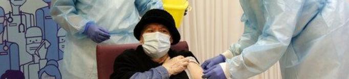 Pla obert de la Milagros Garcia, la primera persona vacunada de la demarcació de Lleida, durant la vacunació a la residència Balafia I