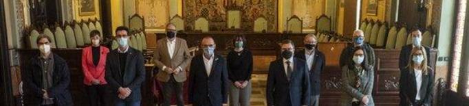El fins ara secretari general de l'Ajuntament de Lleida, Jesús Gutiérrez, amb l'alcalde Miquel Pueyo i alguns dels regidors de la Paeria, el 30 de desembre del 2020