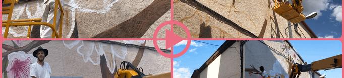 ⏯️ Artistes lleidatans homenatgen la mel i la proximitat amb un mural a Os de Balaguer