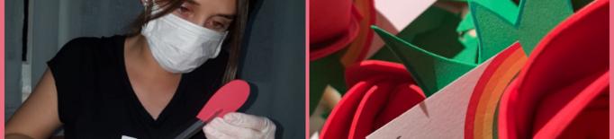 Joves elaboren roses solidàries a les Garrigues