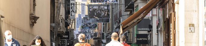 Lleida recorda l'1-O exposant al carrer fotos de gran format de professionals de la ciutat