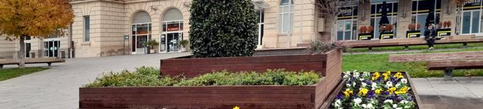 Planten més de 3.200 flors en diferents espais de Lleida