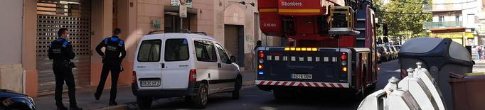 Els Bombers sufoquen un incendi en un habitatge del barri del Clot de Lleida