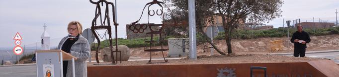 Almenar dedica la seva nova rotonda al món de la pagesia