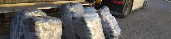 Detingut un home amb 200 quilos de marihuana a l'A-2 de Sidamon