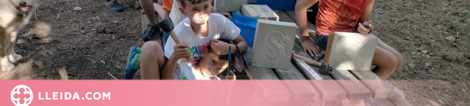 Catorze petits escultors en acció a Maldà