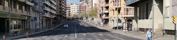 Poc trànsit tot i la pluja a Lleida en el primer dia laborable de l'estat d'alarma