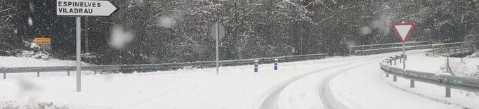 18 carreteres tallades pel temporal i 165 trams on calen cadenes