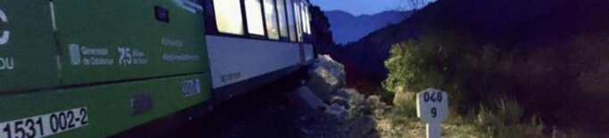 Un tren de Lleida topa amb una esllavissada de roques sense provocar ferits