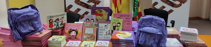 """""""La motxilla lila del Segrià"""" repartirà un lot de contes a totes les escoles per fomentar la igualtat"""
