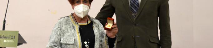 Mollerussa lliura el Didal d'Or a Josep Maria Ezquer per la seva trajectòria al Concurs de Vestits de Paper