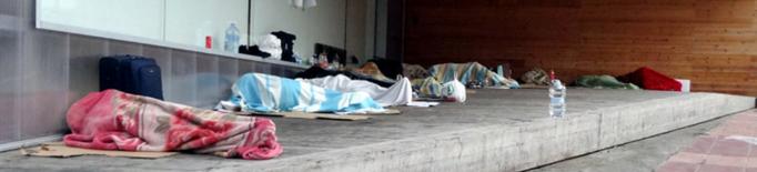 Enguany hi ha un terç de les persones que l'any passat van venir per treballar a la fruita i que dormien al carrer