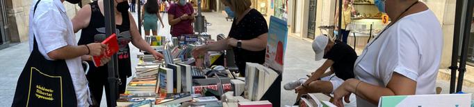 Tàrrega celebra la nova festa Llibrestiu amb parades al carrer i signatures d'escriptores locals
