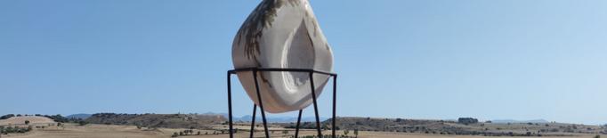 Balaguer ja llueix l'escultura dedicada als difunts durant el confinament