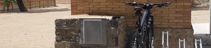 La Pobla instal·la un carregador de bicis elèctriques