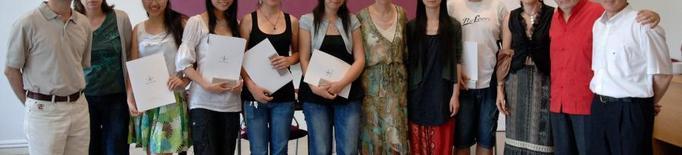 Joves de la Xina que han estudiat a la UdL envien màscares a Lleida