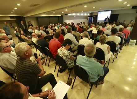 Reunió amb 200 afectats per la fallida del Popular