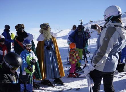 Les pistes d'esquí aguanten malgrat la calor i el vent
