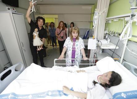Les marionetes porten l'encant de la Fira a la canalla hospitalitzada