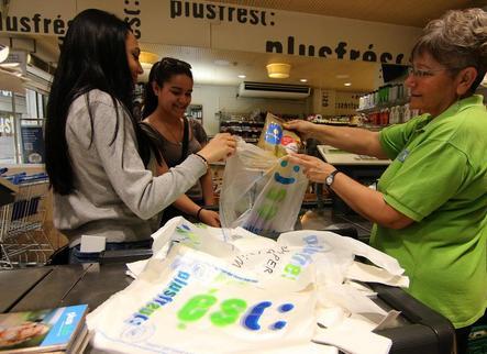 Les bosses de plàstic s'encariran a partir de l'1 de juliol i quedaran prohibides el 2021