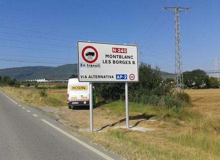 Senyals per desviar els camions de l'N-240 a l'espera de Foment