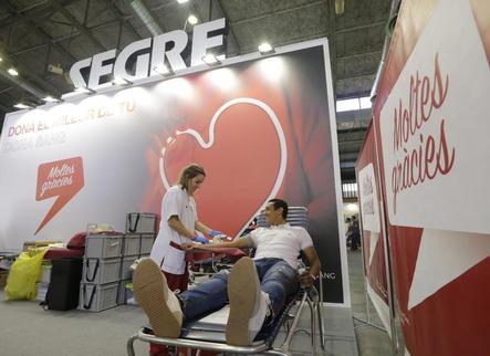 Més de cent lleidatans donen sang a l'estand de SEGRE durant la Fira
