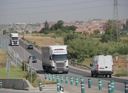 Marxa lenta de camions contra la desviació a l'AP-2