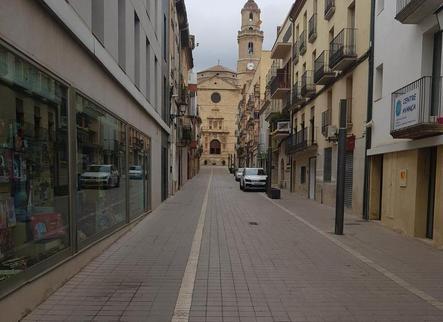 Les Borges instal·la pilones en dos carrers i prohibeix circular-hi