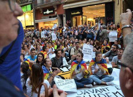 Continuen les mobilitzacions estudiantils que van començar ahir a favor de l'1-O