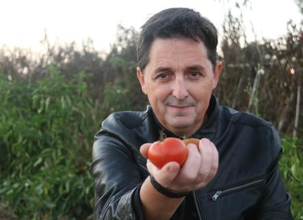 Ramon Molins: «Fer teatre és com regar tomateres»