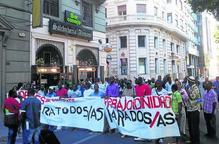 Desenes d'immigrants surten al carrer per demanar 'papers'