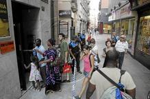 Tornen a casa els 33 desallotjats del bloc afectat per l'explosió de gas a l'Eix