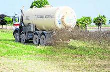 Els plans per evitar la contaminació per purins 'oculten' abocaments excessius