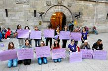 Accions de la marea lila de Lleida per promoure la vaga feminista del 2015