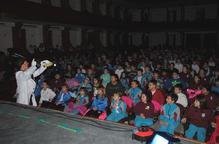 Uns 800 escolars del Pla d'Urgell aprenen anglès amb una obra de teatre