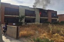 Espectacular foc en una casa abandonada a Guissona
