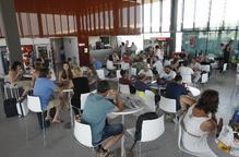 Cent passatgers en els primers vols a Eivissa i Menorca