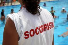 Quinze piscines encara sense socorrista i preocupació en el sector hoteler