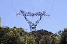 Més ajuntaments adopten la taxa a les línies elèctriques