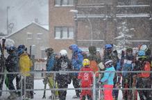 Més de 9.000 esquiadors fan front a les temperatures gèlides a les pistes de Lleida