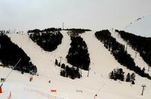 El mal temps obliga a tancar pistes en un dia amb poca afluència d'esquiadors