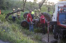 Mor un veí de 83 anys de la Curullada al bolcar amb el tractor