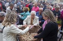 Anglesola reparteix uns 12.000 panets beneïts entre veïns i visitants
