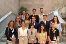 Formació a quinze alumnes de la UdL al Parlament