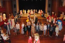 Exposició de mig miler de vestits de paper a Mollerussa
